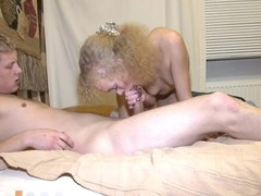 Licking beautys sexy shaved beaver is ergo satisfying